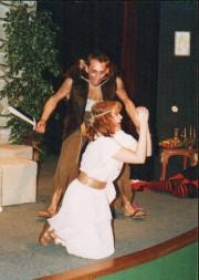 Milka jako Poupátko Danuše ve hře ČERNÝ DEN NA TOLŠTEJNĚ - r. 2002