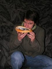 Patrik pózuje s koláčem - r. 2007